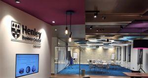 Eingangsbereich Henley Business School Deutschland