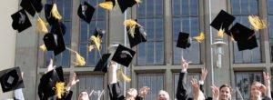 EMBA Mainz MBA-Absolventen beim Hutwurf
