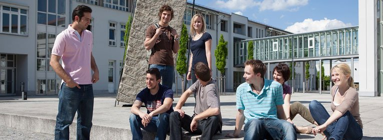 Studenten am Campus Hochschule Landshut Prozessmanagement und Ressourceneffizienz (PMR)