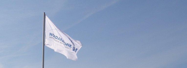 NORDAKADEMIE MBA Docklands Hamburg Fahne