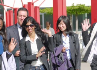 brand_sde_detail_MBA_School-MBA_Class_Happy_Students_Campus