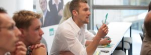 FOM MBA-Programm fragender Student