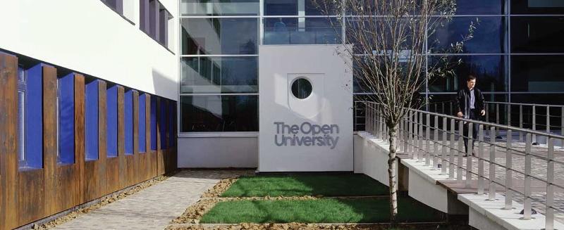 Open University Campus Innenhof