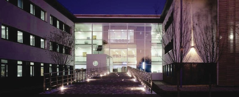 Open University Campus bei Nacht