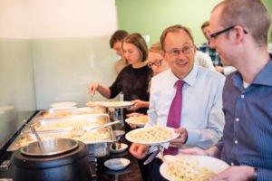 Mittagspause von Dozent und Studenten der Uni Münster