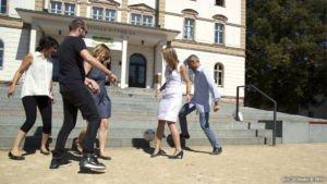 SZ-Bildungsmarkt MIKOMI Studenten spielen Fussball