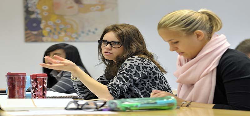 SBS Online MBA studenten im Seminar